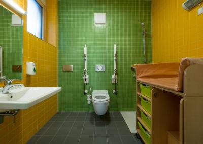 Keramische Wandfliesen Waschraum Kindergarten